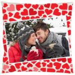 Cojín de corazonesPersonaliza un cojín y entrega este regalo el día de los enamorados. Le encantará.